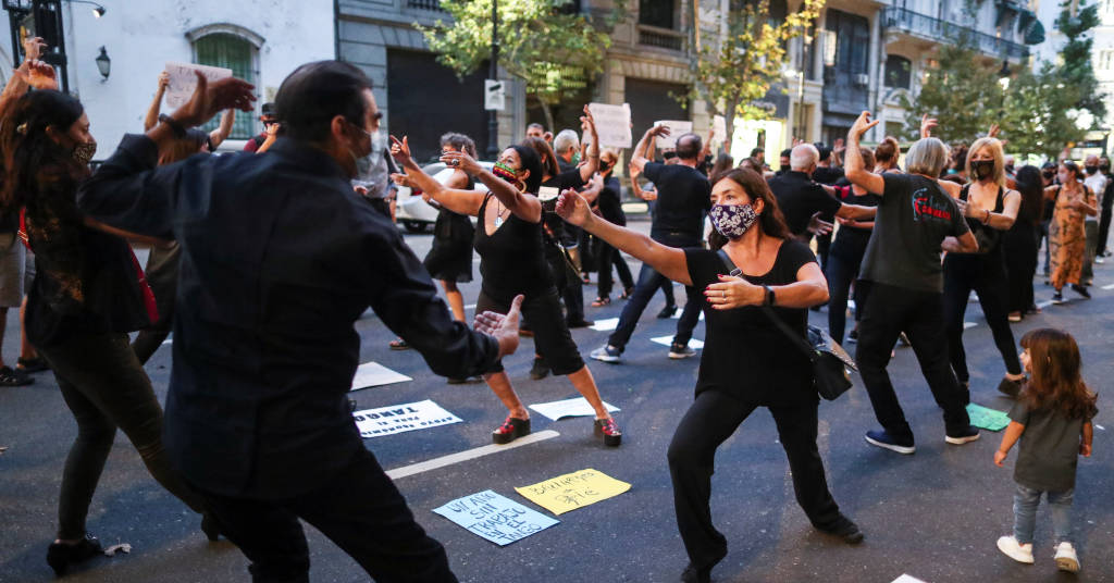 Placeholder - loading - Dançarinos de tango protestam durante pandemia de Covid-19 em Buenos Aires 11/03/2021 REUTERS/Agustin Marcarian