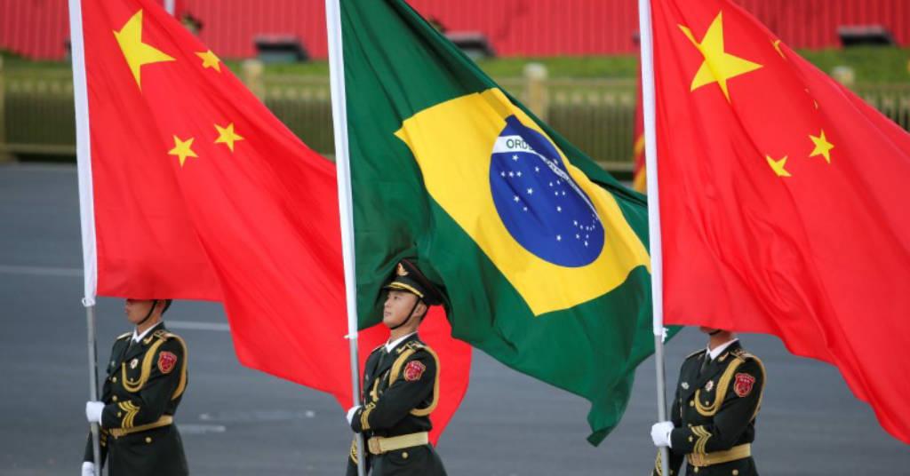 Placeholder - loading - Bandeiras do Brasil e da China em cerimônia em Pequim por ocasião de visita do presidente Jair Bolsonaro 25/10/2019 REUTERS/Jason Lee