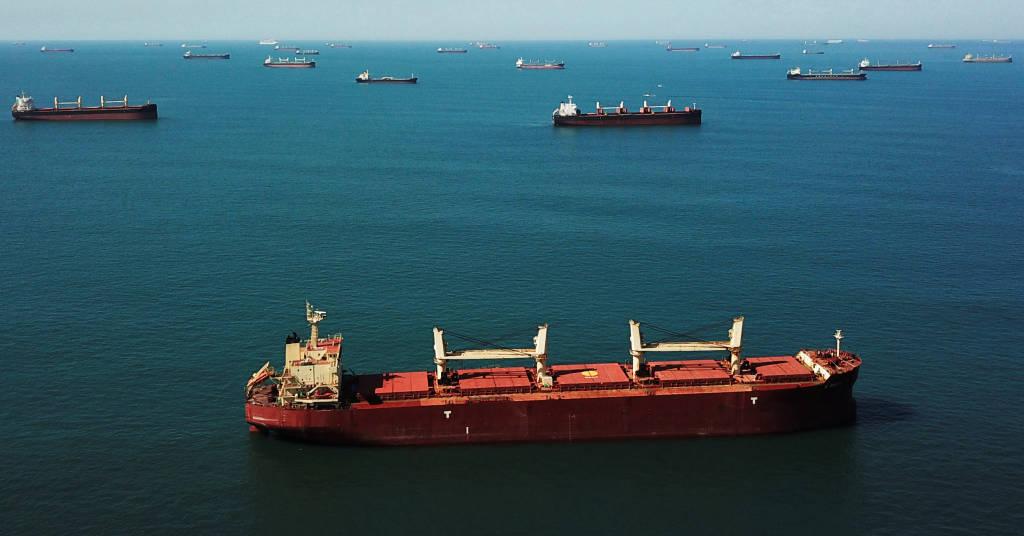 Placeholder - loading - Navios aguardam ao largo do porto de Santos 1/06/2020 REUTERS/Amanda Perobelli