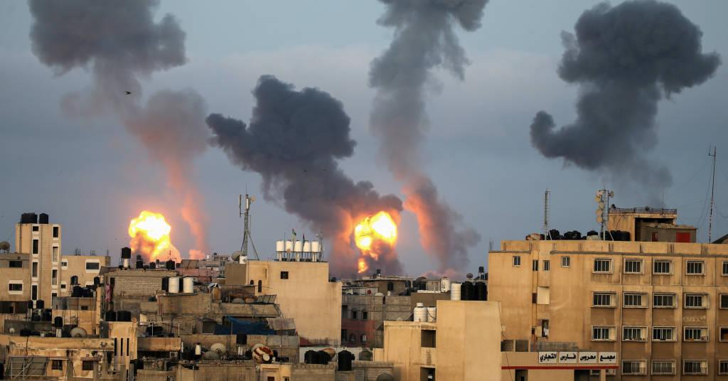 Placeholder - loading - Chamas e fumaça após ataque aéreo de Israel no sul da Faixa de Gaza 11/05/2021 REUTERS/Ibraheem Abu Mustafa