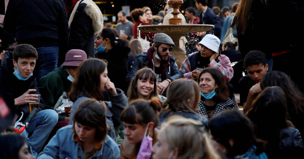 Placeholder - loading - Cafés e restaurantes franceses reabrem a clientes em Paris 19/05/2021.  REUTERS/Sarah Meyssonnier
