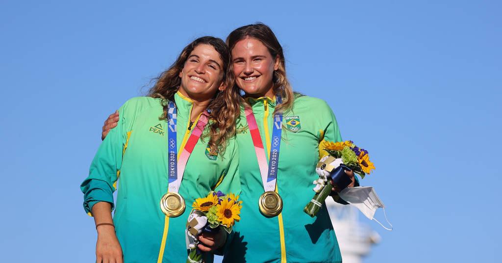 Placeholder - loading - Martine Grael e Kahena Kunze no pódio após conquistarem medalha de ouro na Olimpíada de Tóquio 03/08/2021 REUTERS/Carlos Barria