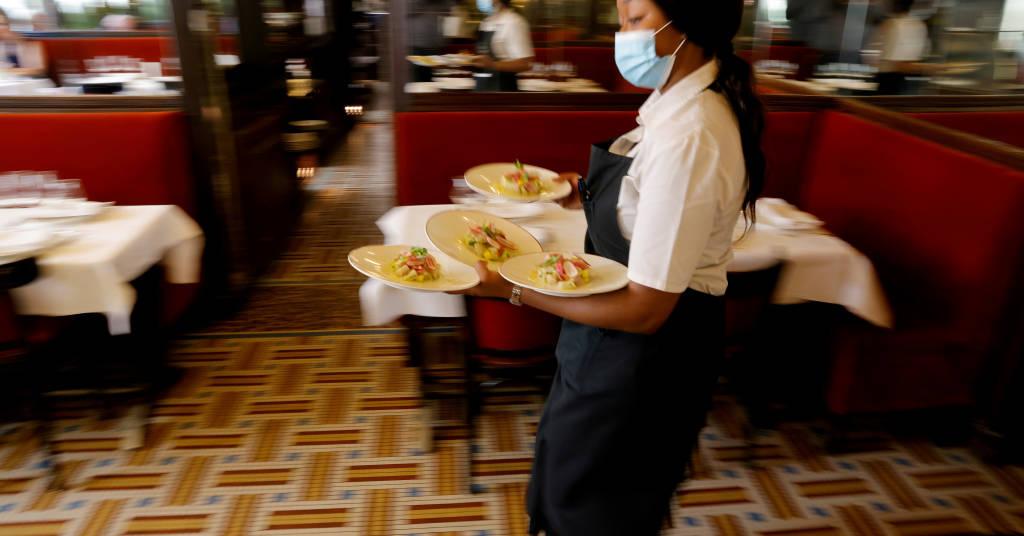 Placeholder - loading - Restaurante t Au Petit Riche em Paris  09/06/2021.  REUTERS/Pascal Rossignol/File Photo