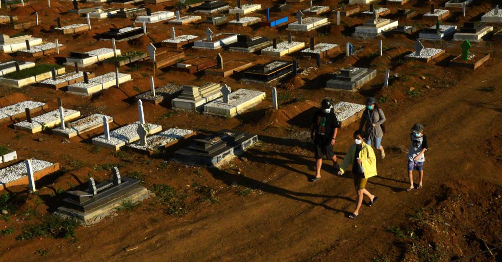 Placeholder - loading - Área de sepultamentos fornecida pelo governo para vítimas da Covid-19 em Gowa, na Indonésia 27/07/2021 Antara Foto/Abriawan Abhe/via Reuters