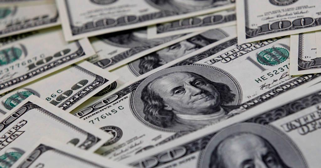 Placeholder - loading - Cédulas de cem dólares dos EUA 07/02/2011 REUTERS/Lee Jae-Won