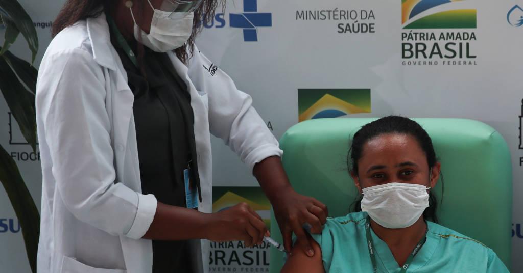 Placeholder - loading - Profissional da saúde é vacinada contra o coronavírus no Instituto FioCruz, no Rio de Janeiro, Brasil 23/01/2021 REUTERS/Ricardo Moraes