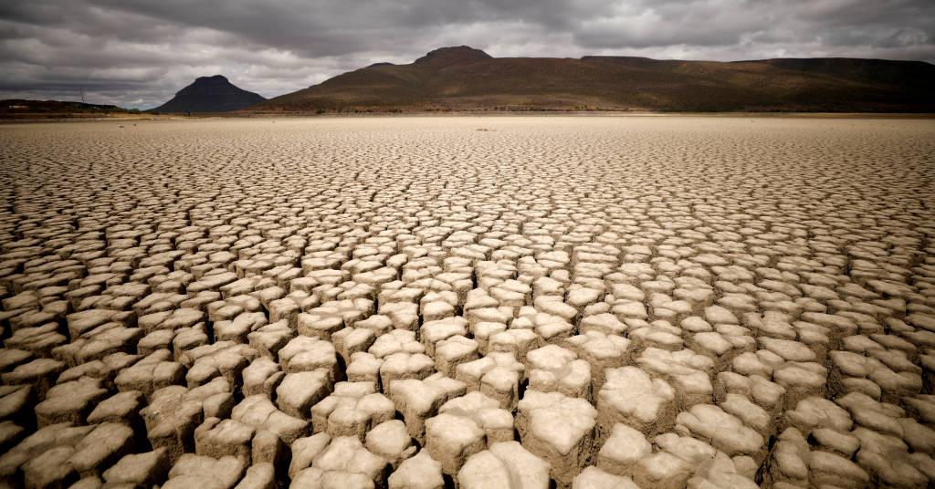 Placeholder - loading - Nuvens se juntam sem produzir chuva em área afetada pela seca em Graaff-Reinet, na África do Sul 14/11/2019 REUTERS/Mike Hutchings