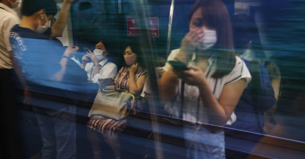 Placeholder - loading - Pessoas usando máscaras em trem nos arredores de Tóquio 05/08/2021 REUTERS/Jorge Silva