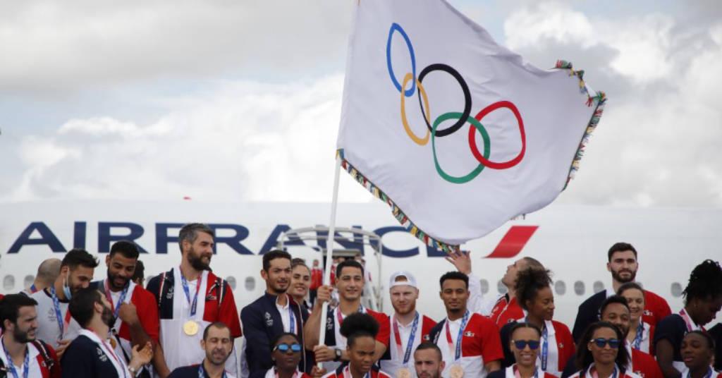 Placeholder - loading - Medalhistas olímpicos franceses desembarcam com bandeira olímpica em aeroporto de Paris 09/08/2021 REUTERS/Sarah Meyssonnier