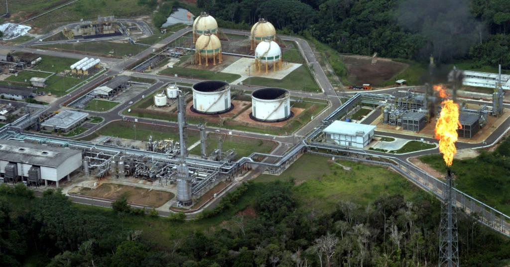 Placeholder - loading - Vista aérea da Petrobras, empresa de petróleo e gás natural, na Amazônia.  06/12/2004  REUTERS/Jamil Bittar