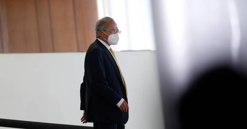 Placeholder - loading - Ministro da Economia, Paulo Guedes, caminha em direção a cerimônia, no Palácio do Planalto, em Brasília 05/08/2021 REUTERS/Adriano Machado