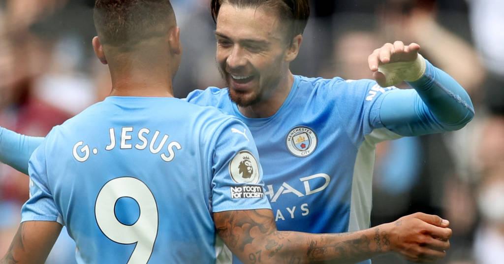 Placeholder - loading - Jack Grealish celebra gol com Gabriel Jesus 21/08/2021 Reuters/Lee Smith