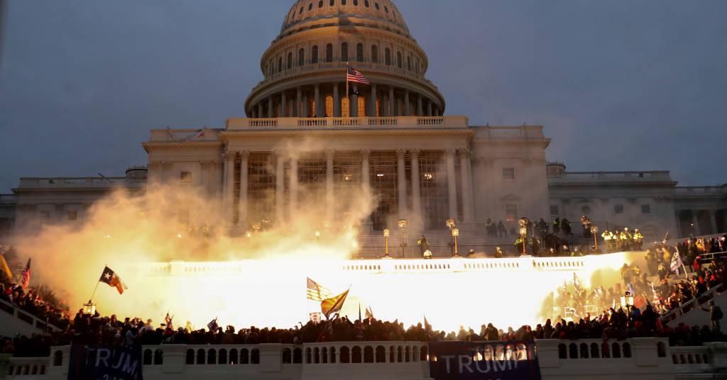 Placeholder - loading - Manifestantes atacam prédio do Congresso dos Estados Unidos em Washington 06/01/2021 REUTERS/Leah Millis
