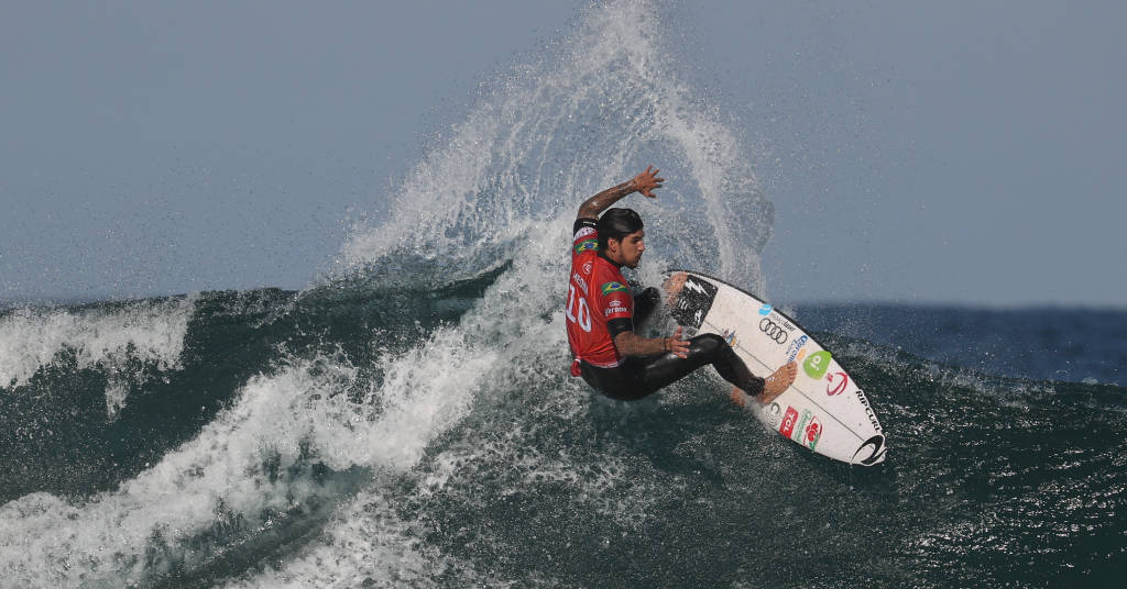 Placeholder - loading - Gabriel Jesus durante etapa do Mundial de surfe 19/04/2021 REUTERS/Loren Elliott