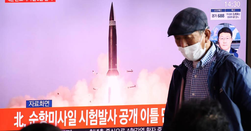 Placeholder - loading - Pessoas em Seul assistem reportagem na TV sobre lançamento de mísseis pela Coreia do Norte  15/09/2021 REUTERS/Kim Hong-Ji