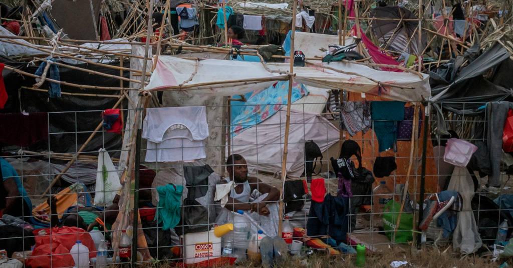 Placeholder - loading - Migrantes em acampamento improvisado em Del Rio, no Texas 21/09/2021 REUTERS/Adrees Latif