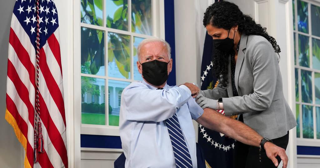 Placeholder - loading - Presidente dos EUA, Joe Biden, recebe dose de reforço de vacina contra Covid-19 na Casa Branca 27/09/2021 REUTERS/Kevin Lamarque