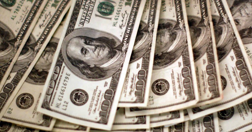 Placeholder - loading - Cédudas de dólares dos EUA em banco em Westminster, Colorado, EUA 03/11/2009 REUTERS/Rick Wilking
