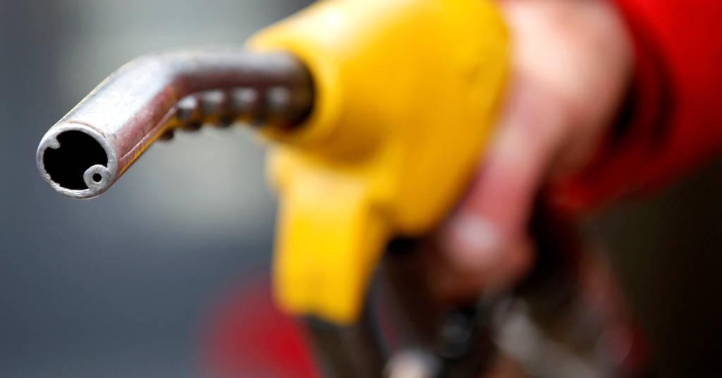 Placeholder - loading - Carro sendo abastecido em posto de combustíveis REUTERS/Max Rossi
