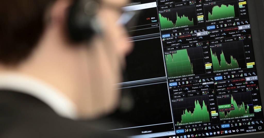 Placeholder - loading - Operador analisa informações financeiras sobre o pregão em Londres, 6 de fevereiro de 2018. REUTERS/Simon Dawson