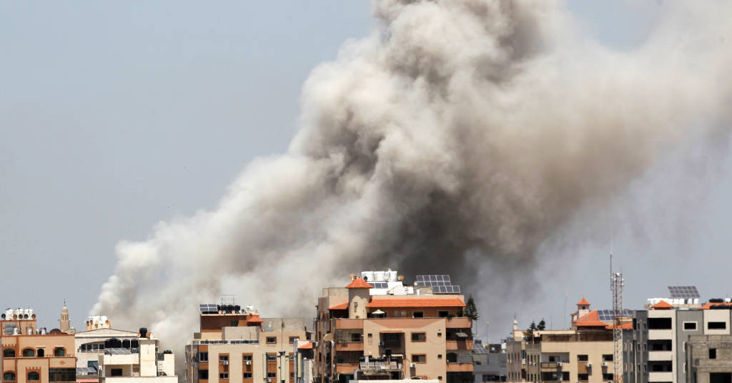 Placeholder - loading - Fumaça sobre a Cidade de Gaza durante ataque aéreo israelense 20/05/2021 REUTERS/Ahmed Jadallah