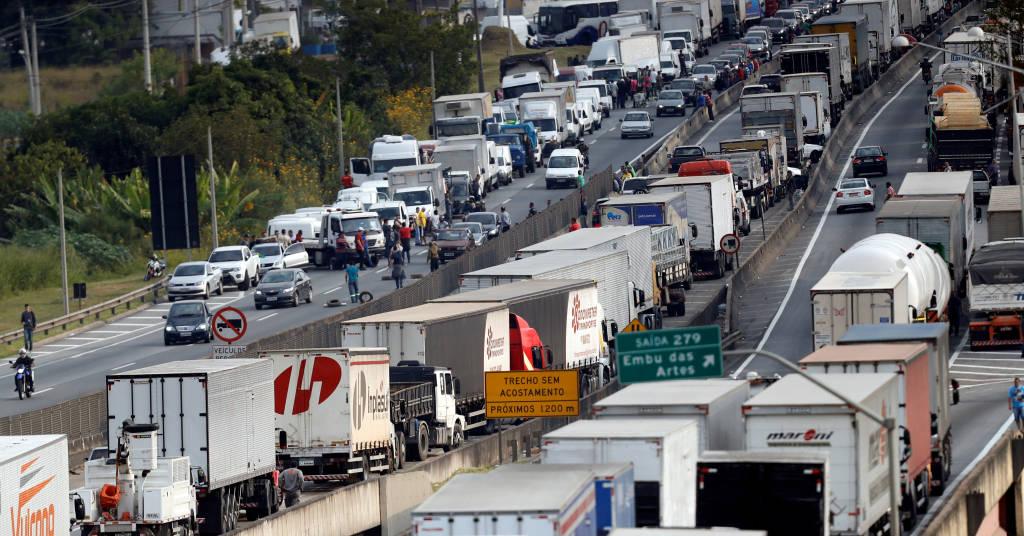 Placeholder - loading - Manifestação de caminhoneiros na BR-116, em maio de 2018 25/05/2018 REUTERS/Leonardo Benassatto/File Photo