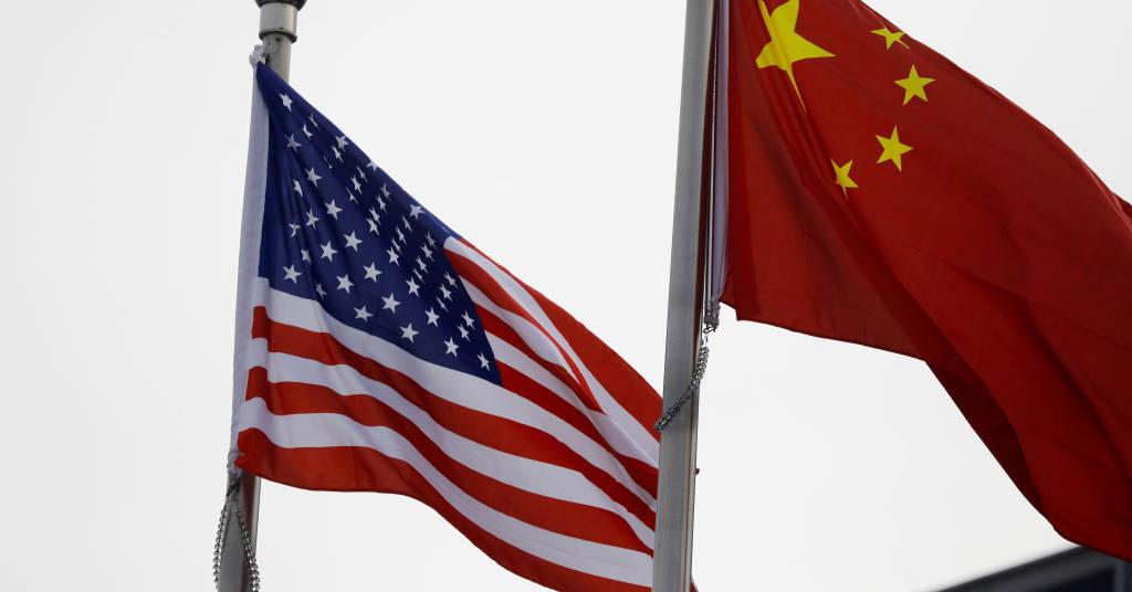 Placeholder - loading - Bandeiras dos EUA e da China, em Pequim, China, 21 de janerio de 2021. REUTERS/Tingshu Wang