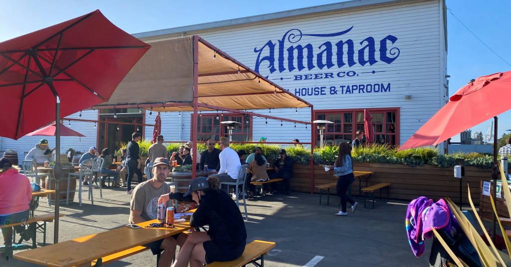 Placeholder - loading - Clientes da Almanac Taproom em Alameda, Califórnia, EUA. June 4, 2021. REUTERS/Ann Saphir