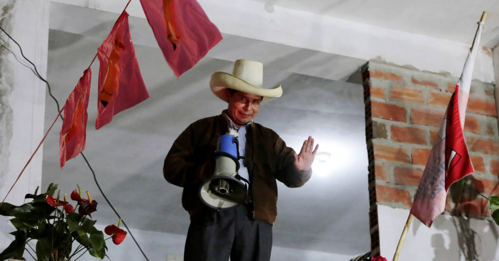 Placeholder - loading - Pedro Castillo acena em Tacabamba, no Peru   6/6/2021   REUTERS/Alessandro Cinque