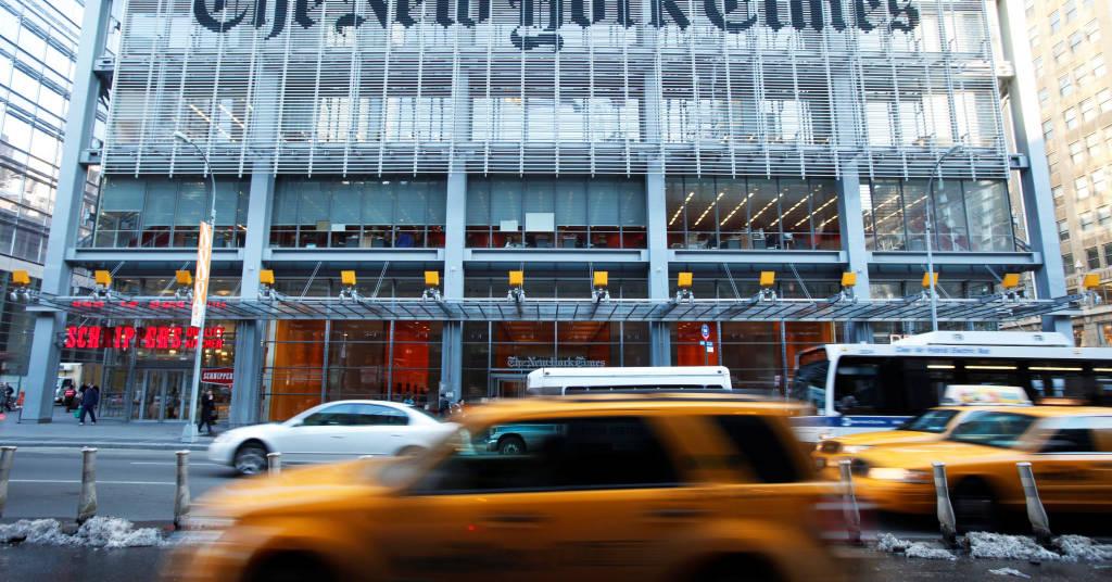 Placeholder - loading - Veículos passam em frente ao prédio do jornal New York Times em Nova York 01/03/2010 REUTERS/Lucas Jackson