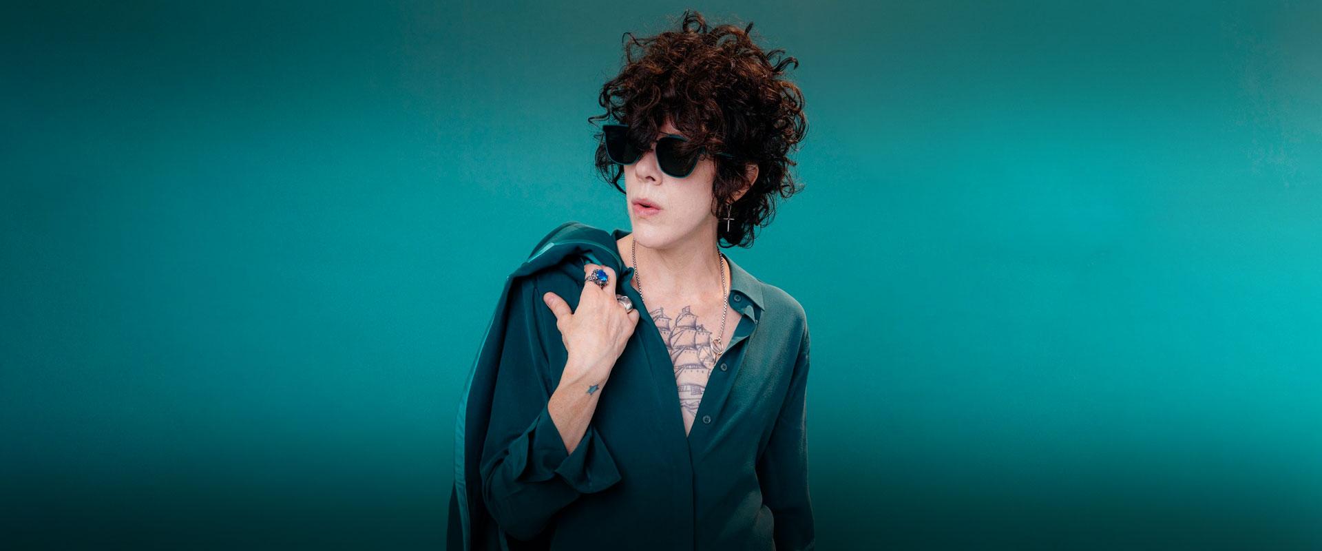 Placeholder - loading - Imagem da notícia Confira entrevista exclusiva com a LP, Laura Pergolizzi