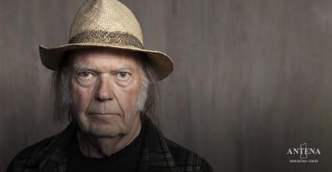 Placeholder - loading - Imagem da notícia Neil Young fala sobre eventos na era do covid