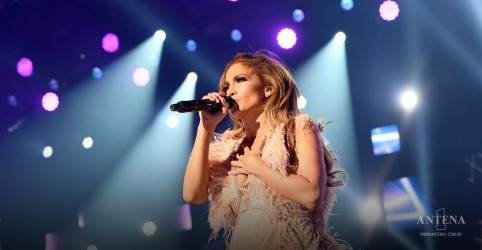 Placeholder - loading - Imagem da notícia Veja Jennifer Lopez no Vax Live Concert em Sweet Caroline