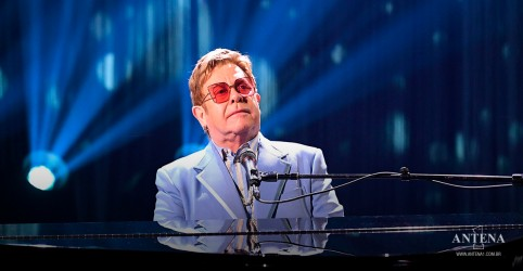 Placeholder - loading - Imagem da notícia Elton John faz cover de BTS Permission to dance