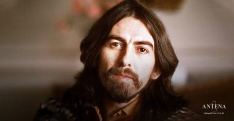 Placeholder - loading - Imagem da notícia Capa de All Things Must Pass de George Harrison recriada com gnomos gigantes