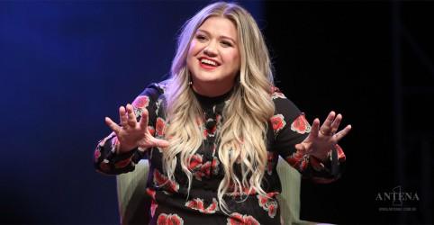 Kelly Clarkson lança canções inéditas; confira