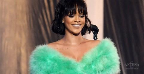 Placeholder - loading - Imagem da notícia Rihanna é premiada como Compositora do Ano