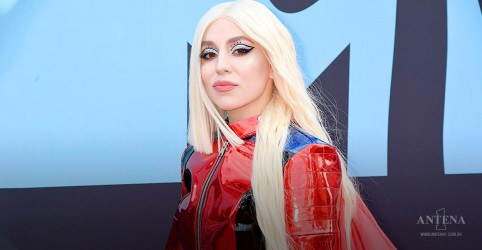 "Placeholder - loading - Ava Max lança clipe do single ""Freaking Me Out"" no Halloween"