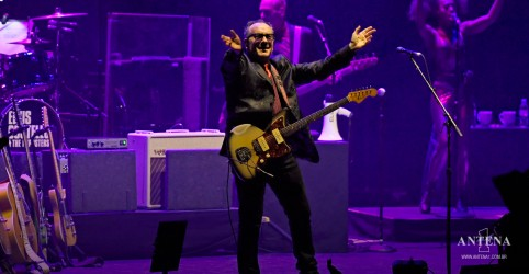 Placeholder - loading - Imagem da notícia Elvis Costello e The Imposters divulgam novo álbum The Boy Named If