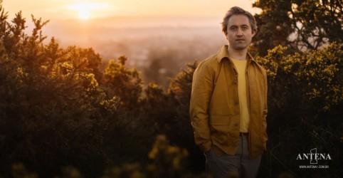 """Placeholder - loading - Imagem da notícia Villagers tem seu novo single em nossa programação, """"So Simpatico''"""