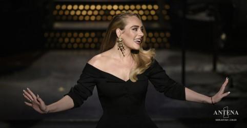 Placeholder - loading - Imagem da notícia Adele anuncia data de lançamento do novo single, 'Easy On Me'