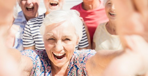 Placeholder - loading - Imagem da notícia Aos 60 anos a autoestima é mais elevada