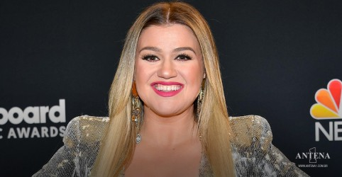 Placeholder - loading - Imagem da notícia Kelly Clarkson lança álbum de natal com participação de Ariana Grande