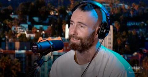 Integrantes do Maroon 5 fazem versão acústica de ''Memories'' em programa norte-americano