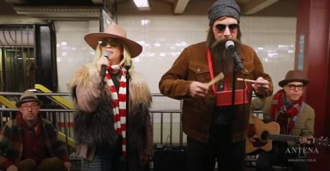 Alanis Morissette se apresenta disfarçada no metrô de Nova York