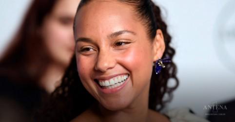 """Placeholder - loading - """"Show Me Love"""" é a nova canção de Alicia Keys; ouça"""