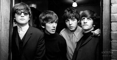 Placeholder - loading - Primeiro contrato dos Beatles é vendido por milhões de reais