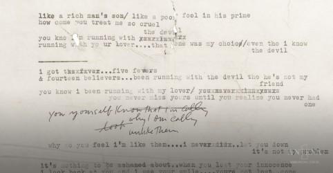 Placeholder - loading - Imagem da notícia Manuscrito raro do cantor Bob Dylan é leiloado na internet pela Sotheby's