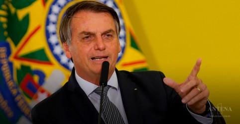 Bolsonaro faz balanço do mês em sua conta no Twitter