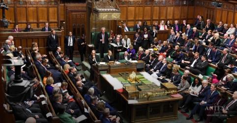 Placeholder - loading - Imagem da notícia Votação do Brexit volta ao parlamento britânico
